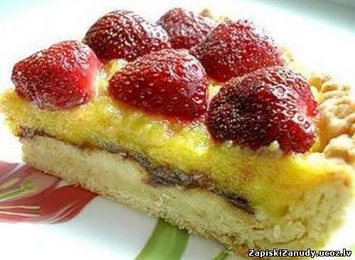 Торт с клубникой и сметанным кремом